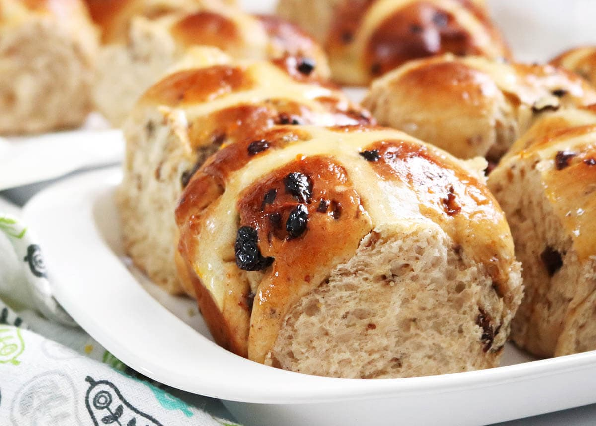 Hot Cross Buns close up, from the side in a white dish